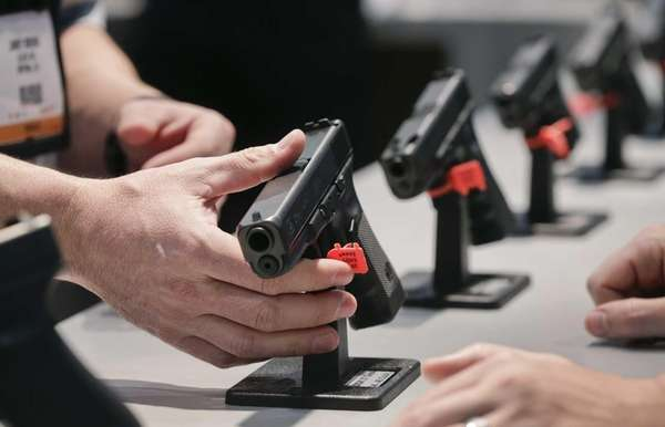A Glock representative explains features of the Glock