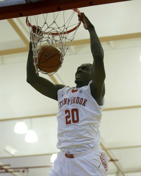 Stony Brook's Jameel Warney dunks off a pass