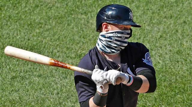 The Yankees' Clint Frazier wears a face mask