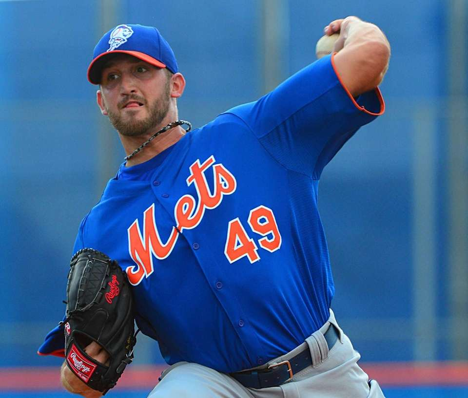 Jonathon Niese delivers a pitch during a spring