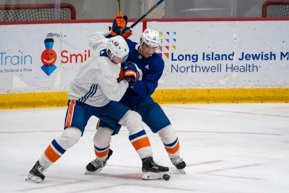 New York Islanders center Mathew Barzal (13) at