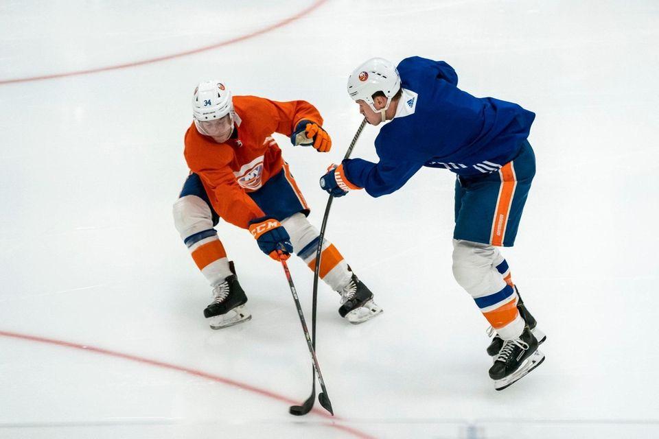 New York Islanders defenseman Thomas Hickey (34) defends