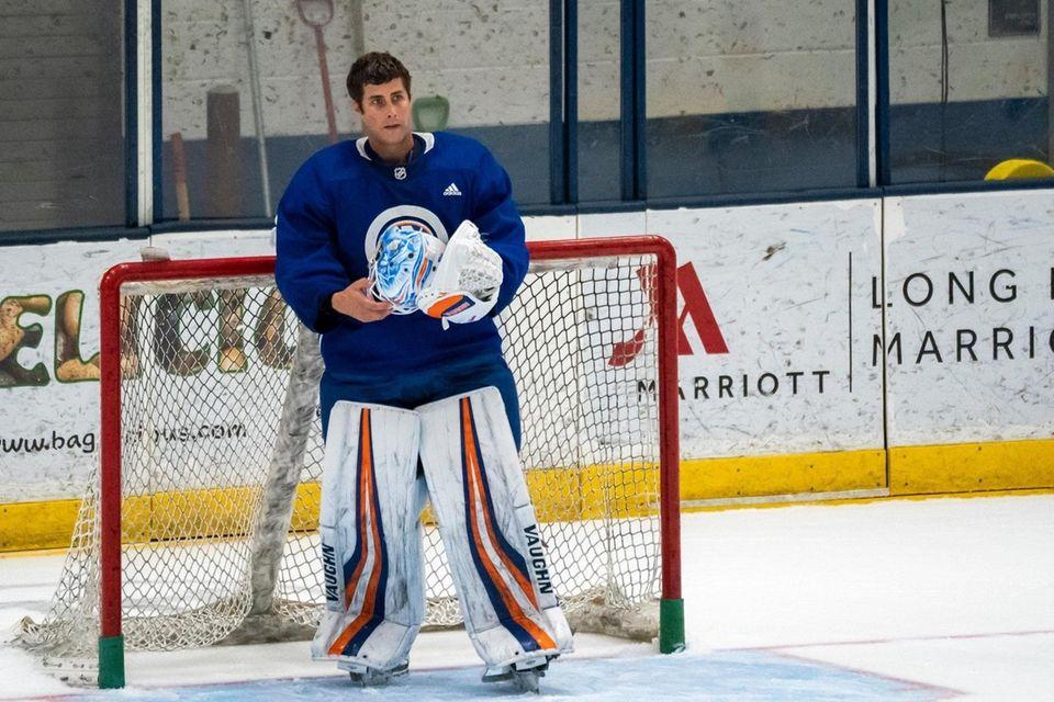 New York Islanders goaltender Thomas Greiss (1) looks