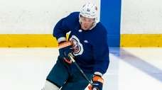 Islanders center Casey Cizikas moves with the puck