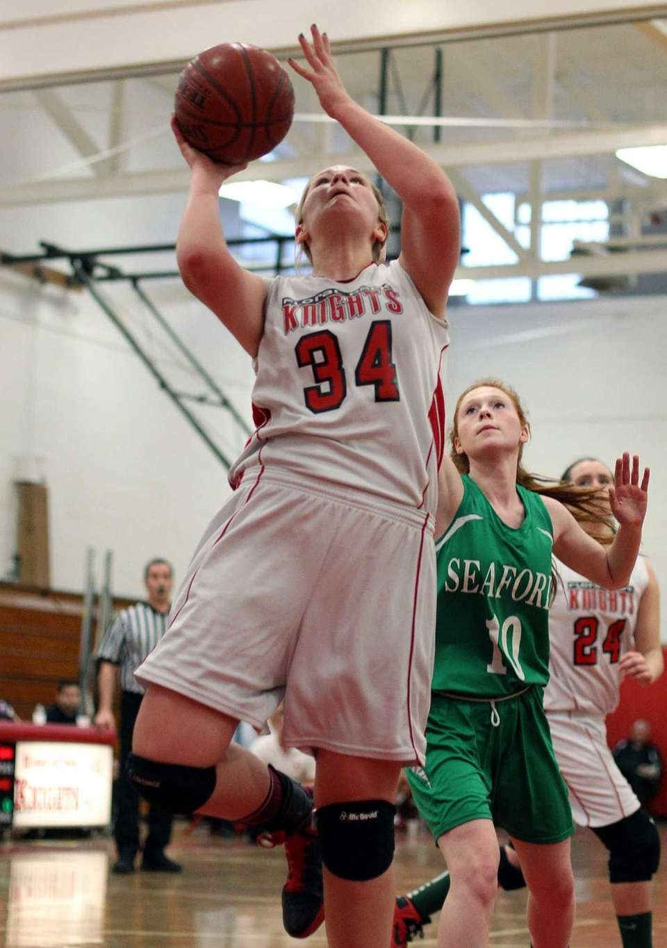 Floral Park's Lorraine Hickman goes up the middle.