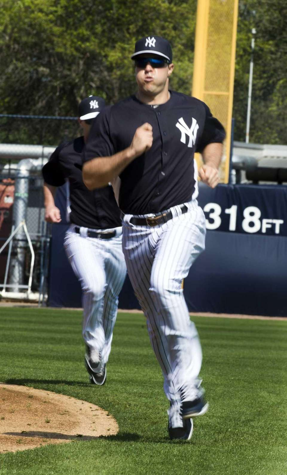 Yankees' Mark Teixeira takes part in conditioning drills