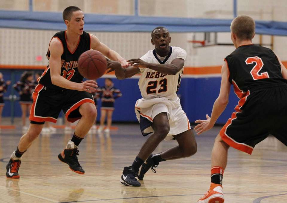 Brandon Brown of Great Neck Southpasses the ball
