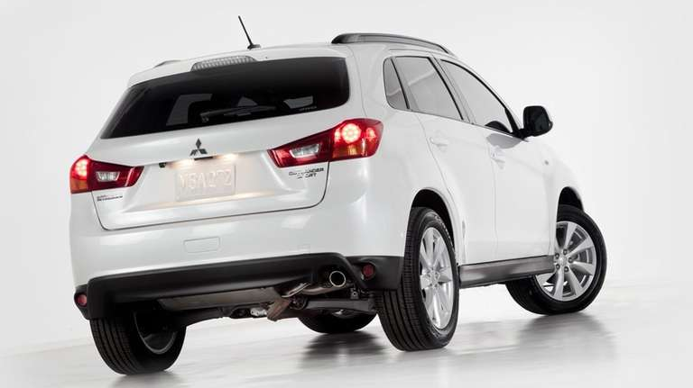 2013 Mitsubishi Outlander Sport lacks engine power, cargo room | Newsday