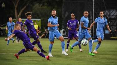 Chris Mueller #9 of Orlando City SC scores