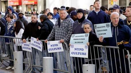 Police officers and union members demonstrate in support