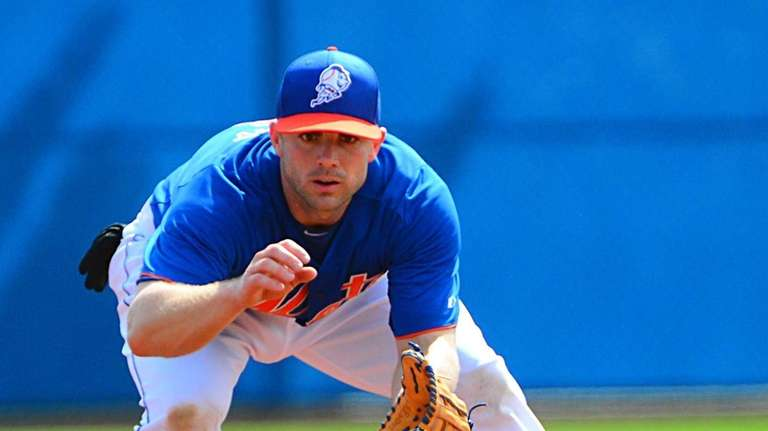 David Wright attempts to scoop a ground ball