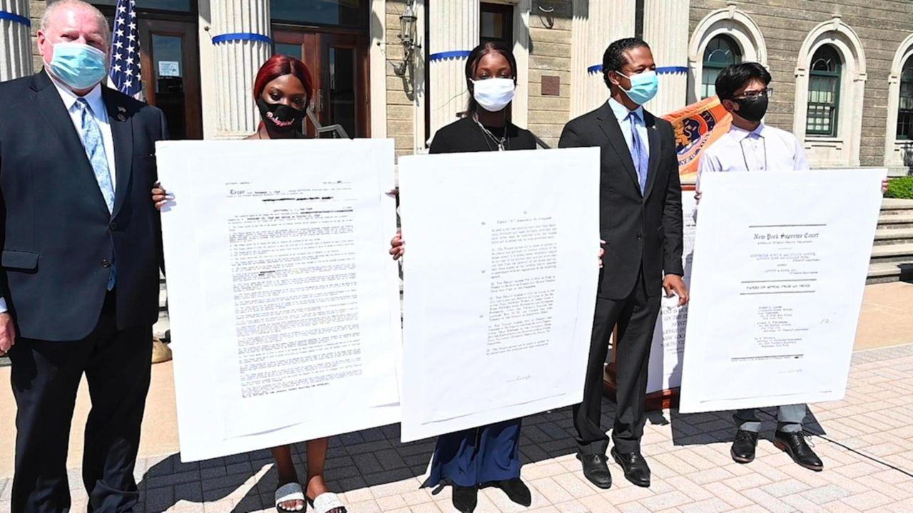 Nassau Legis.Carrié Solagesand Arnold Drucker on Mondayintroduced legislation