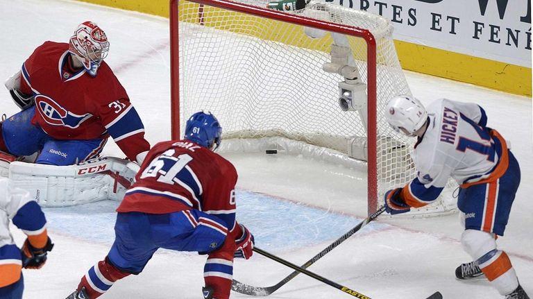 Islanders' Thomas Hickey scores the game winner against