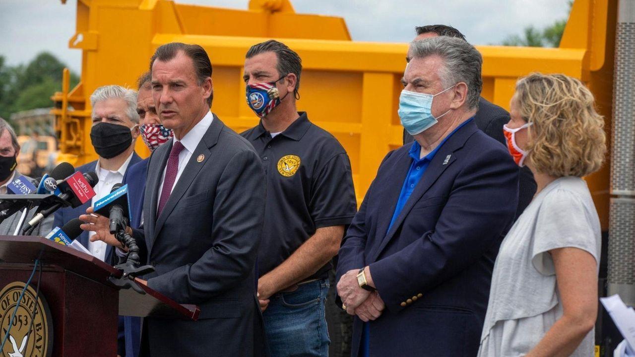Long Island elected officials, both Democrat and Republican,