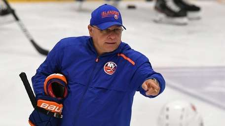 Islanders head coach Barry Trotz gestures on the