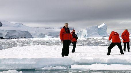 Robert Dresdale and Isabel Eisen, left, in Antarctica