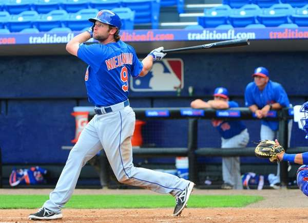 Mets' Kirk Nieuwenhuis at bat during an intra-squad