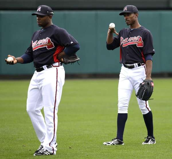 Atlanta Braves' B.J. Upton, right, balances a ball