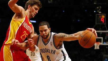 Deron Williams of the Brooklyn Nets drives against
