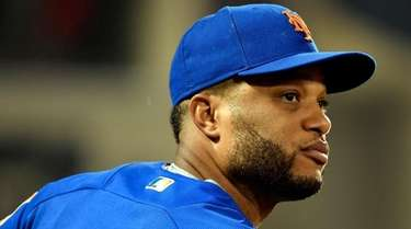 Robinson Cano watches the action during the Mets-Cubs
