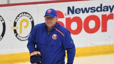 Islanders head coach Barry Trotz watches players during