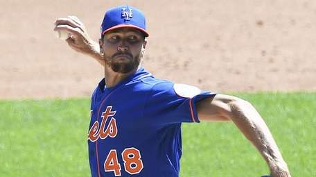 Mets starting pitcher Jacob deGrom pitches in a