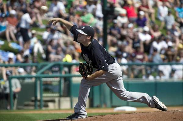 Yankees pitcher David Phelps throwing against the Atlanta