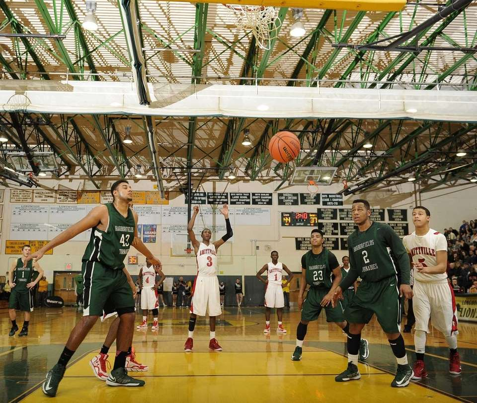 Amityville's Travis Dickerson sinks a free throw against