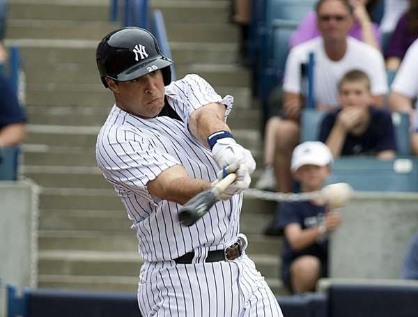 Mark Teixeira gets a base hit in the