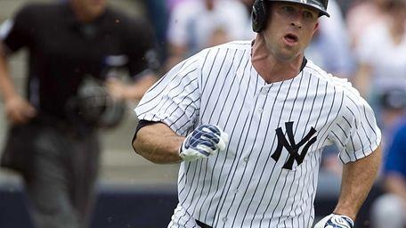 New York Yankees' Brett Gardner running to first