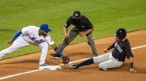 The New York Mets' Eduardo Núñez #12 get