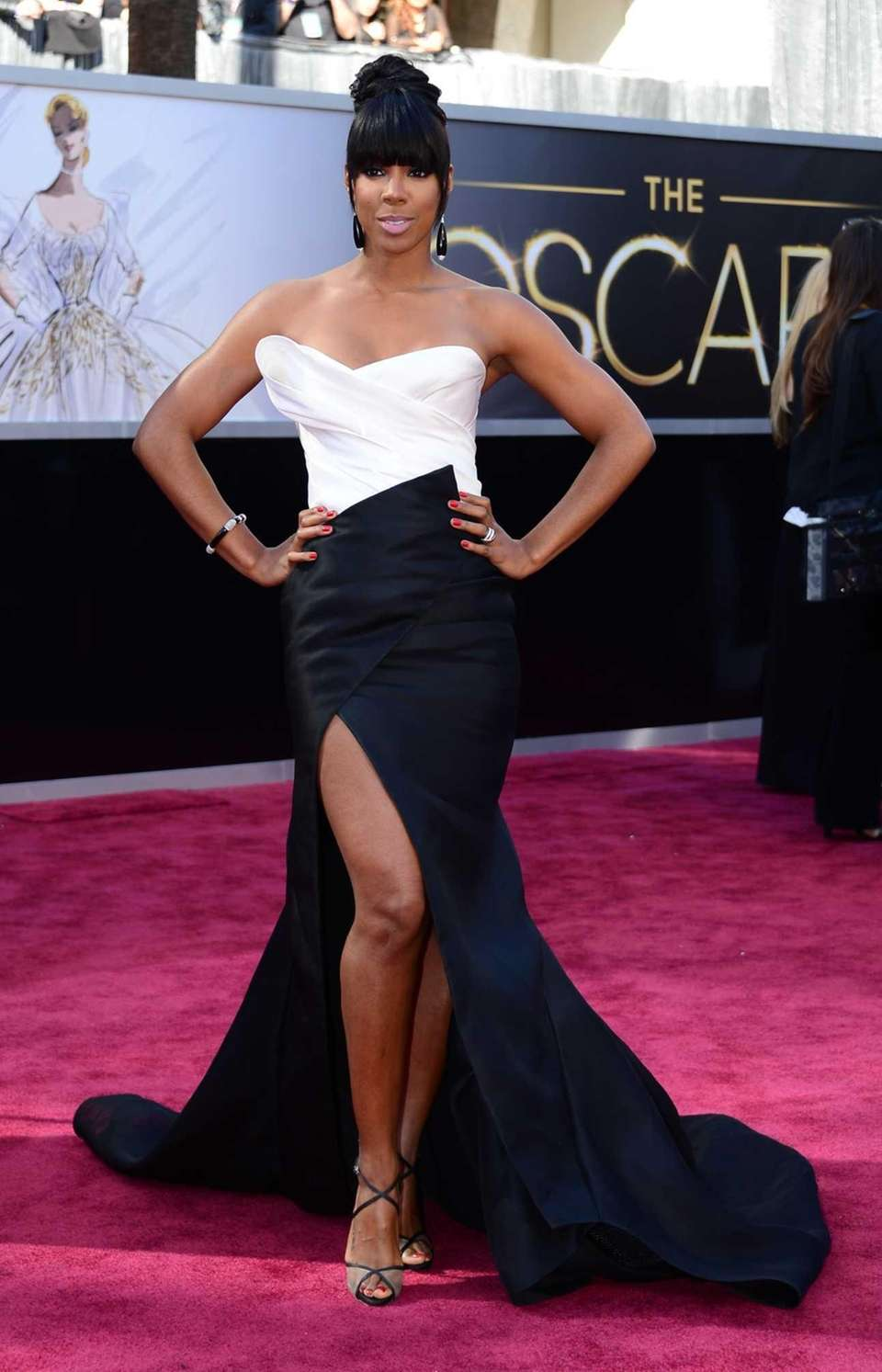 Kelly Rowland arrives on the red carpet for