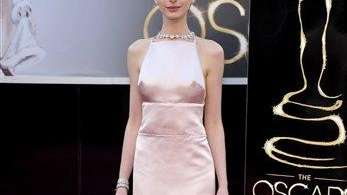 Anne Hathaway arrives at the Oscars at the