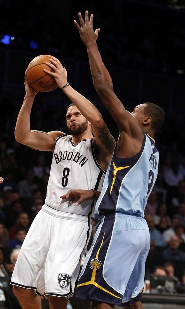 Deron Williams (8) attempts a jumper against the