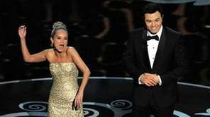 Seth MacFarlane and Kristin Chenoweth perform a song