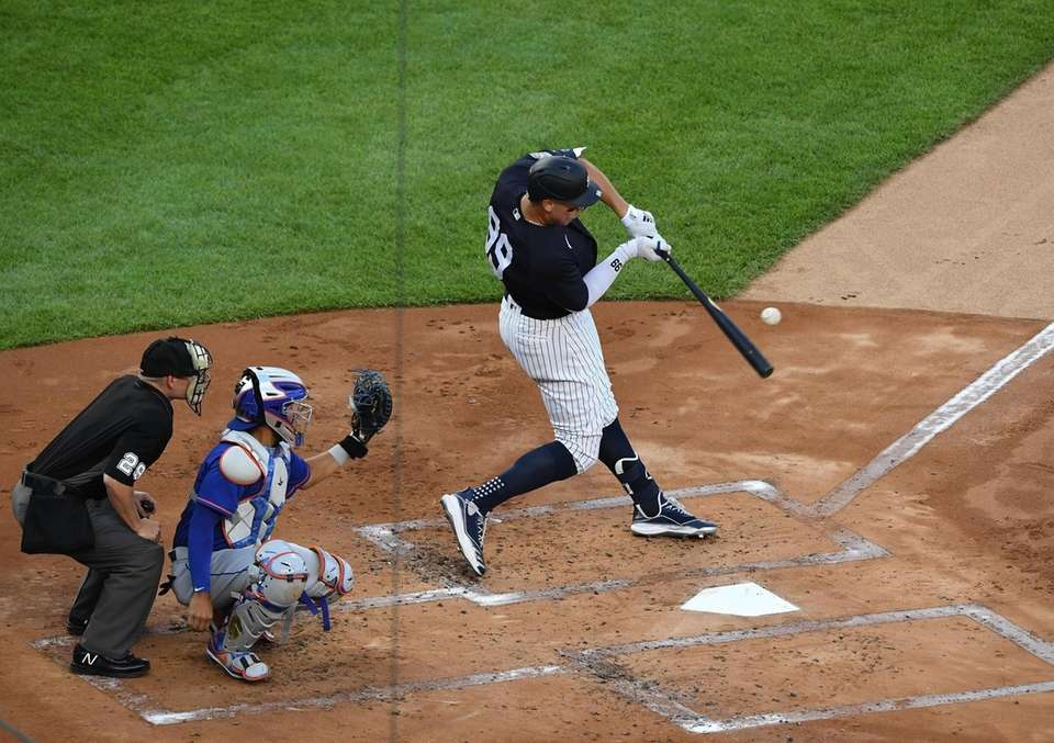 New York Yankees right fielder Aaron Judge his