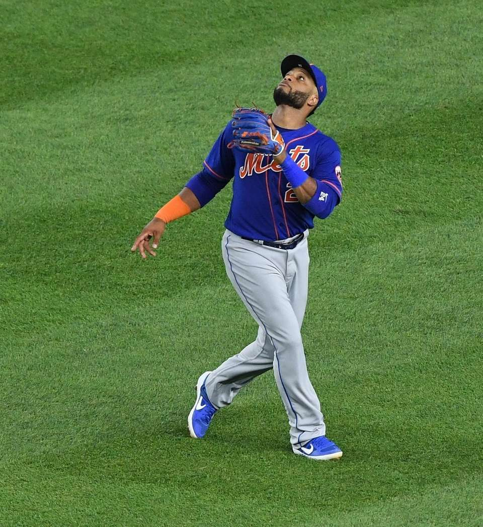 New York Mets second baseman Robinson Cano tracks