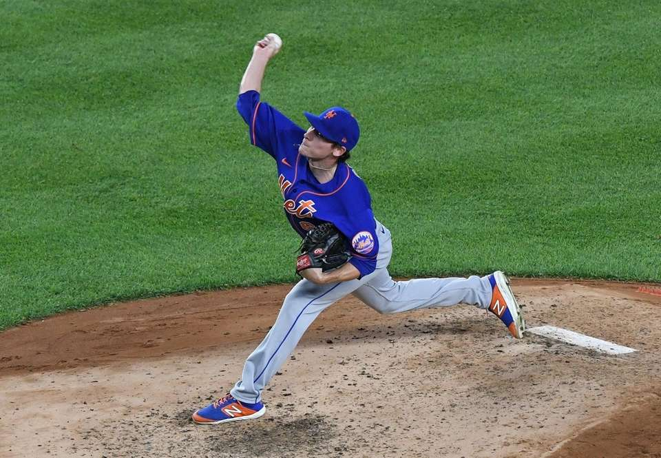 New York Mets relief pitcher Drew Smith delivers