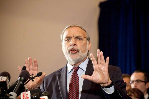Assemb. Dov Hikind (D-Borough Park) speaks at a