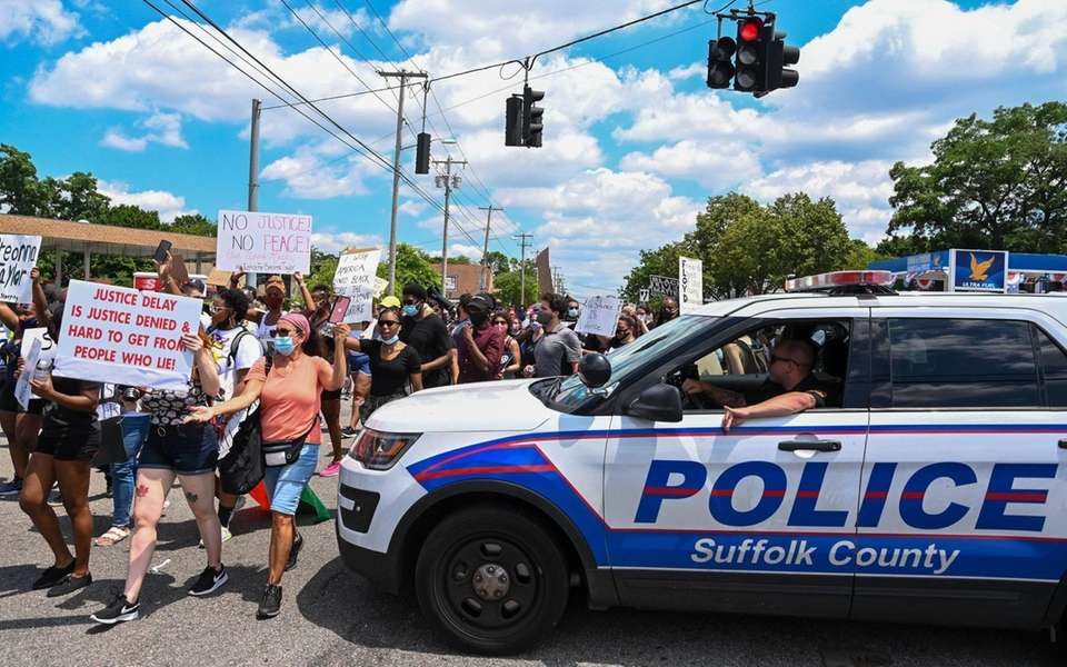 Black Live Matter protesters march in the intersection
