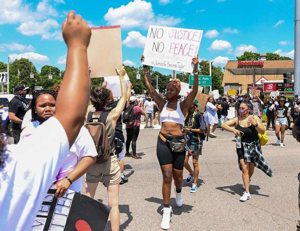 Black Live Matter protesters at the intersection of