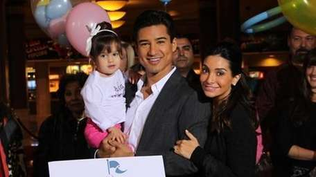 Mario Lopez and wife Courtney are expecting their