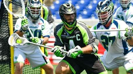 Dylan Molloy of the New York Lizards carries