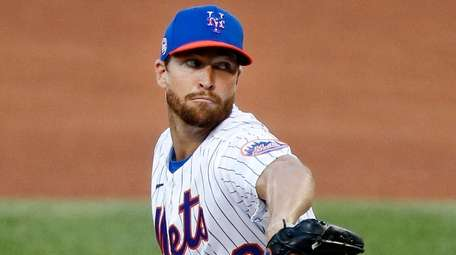 Jacob deGrom of the New York Mets pitches
