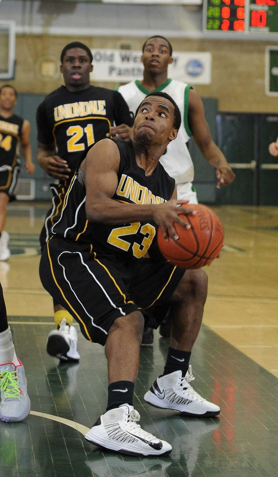 Uniondale Jerel McGary sets before shooting from under