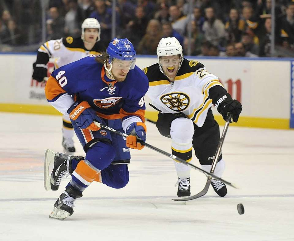 Michael Grabner of the Islanders skates in on