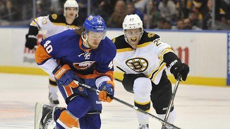 Michael Grabner of the Islanders skates in on