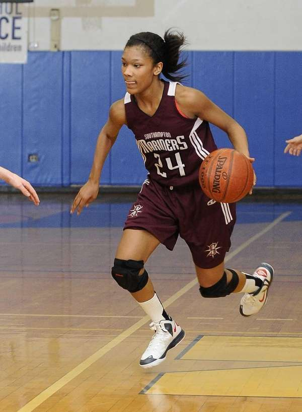 Southampton's Paris Hodges drives the ball against Harborfields