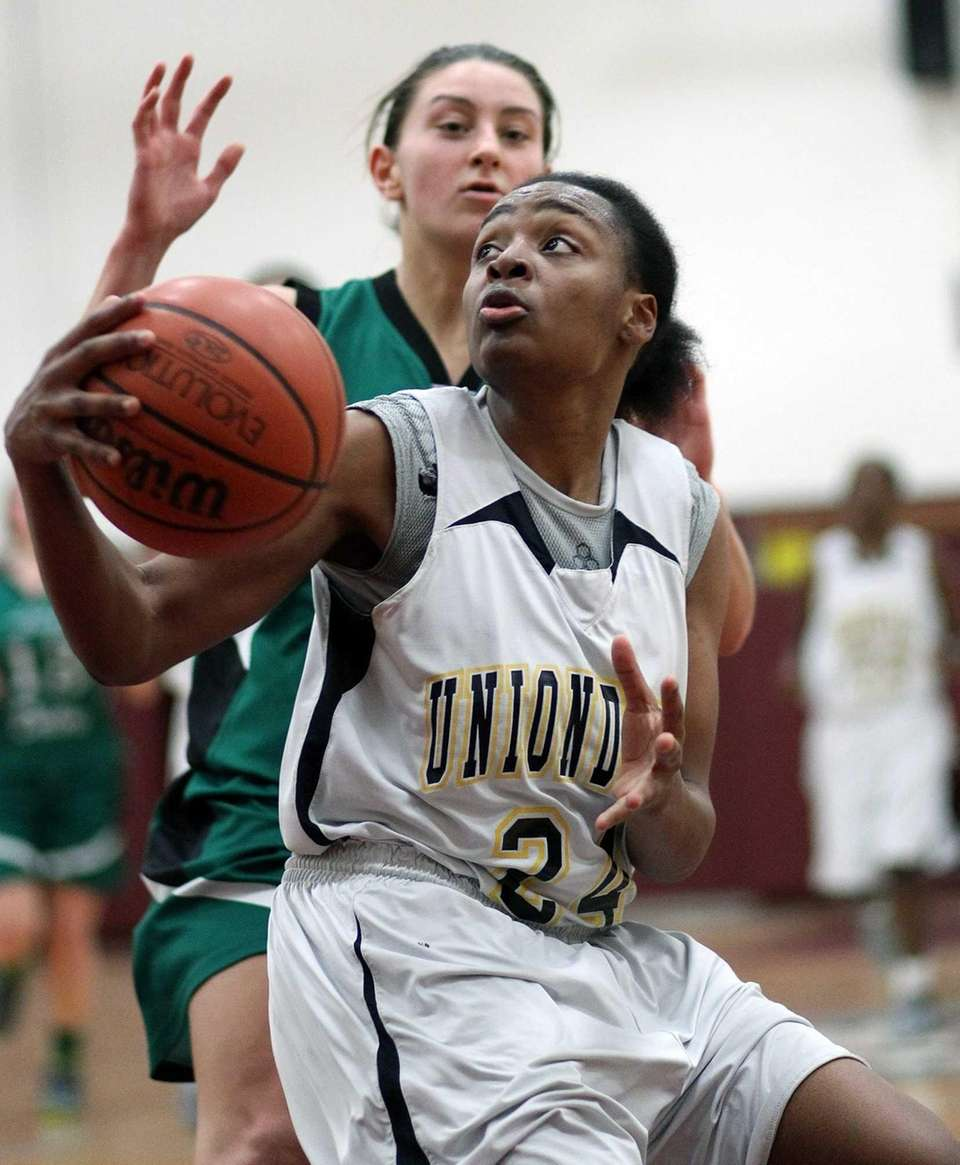 Uniondale's Aliyah McDonald gets underneath against Farmingdale. (Feb.