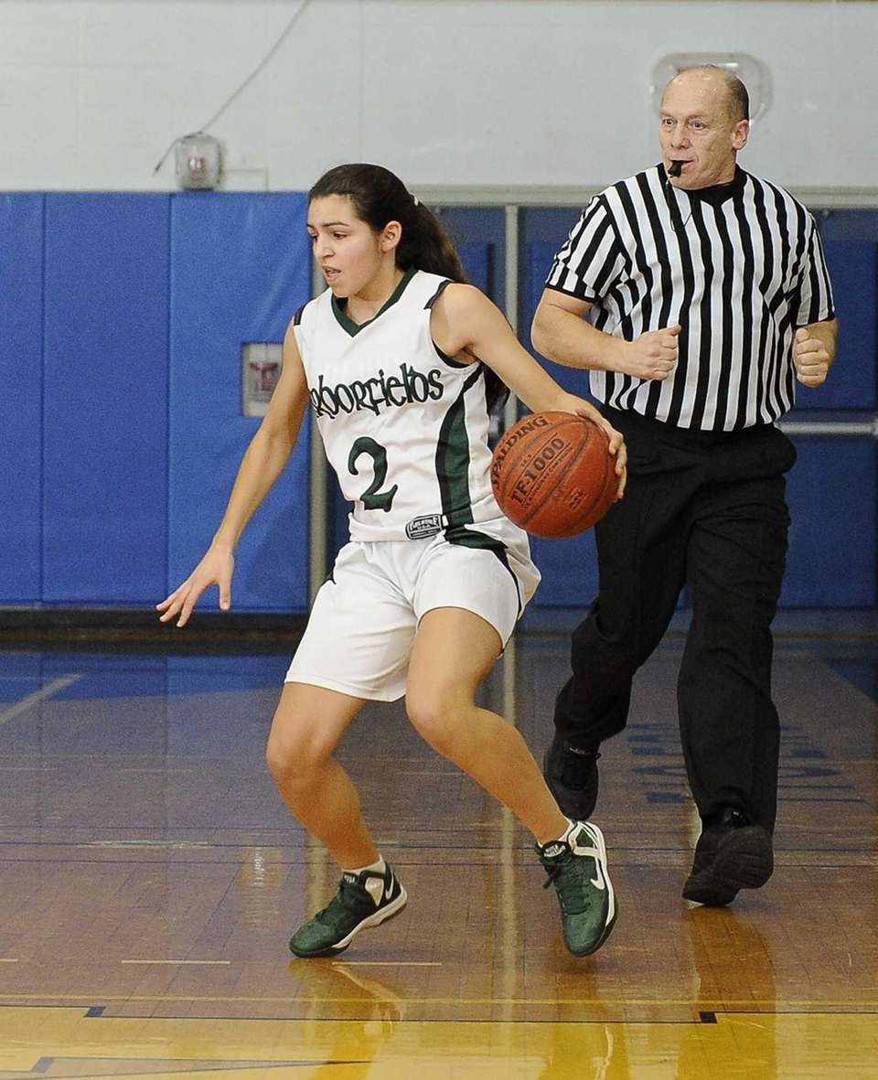 Harborfields' Amy Luxemberg brings the ball down court
